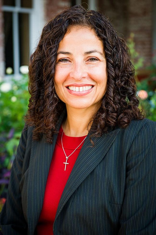 Gloria Flores Passmore