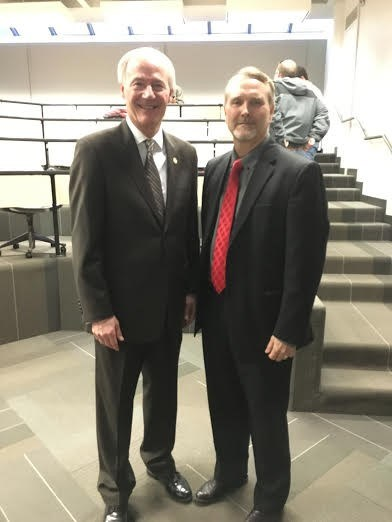 Richard Ham (r), associate director of the masters in Operations Management program introduced Governor Asa Hutchinson to students in the Homeland Security for Operations Managers course.