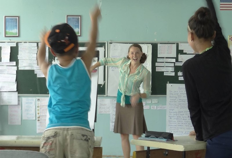 Abby Graupner teaches enthusiastic students in a Mongolian schoolroom.