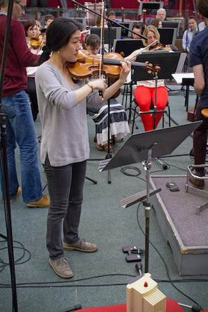 Er-Gene Kahng recording one of Florence Price's violin concertos
