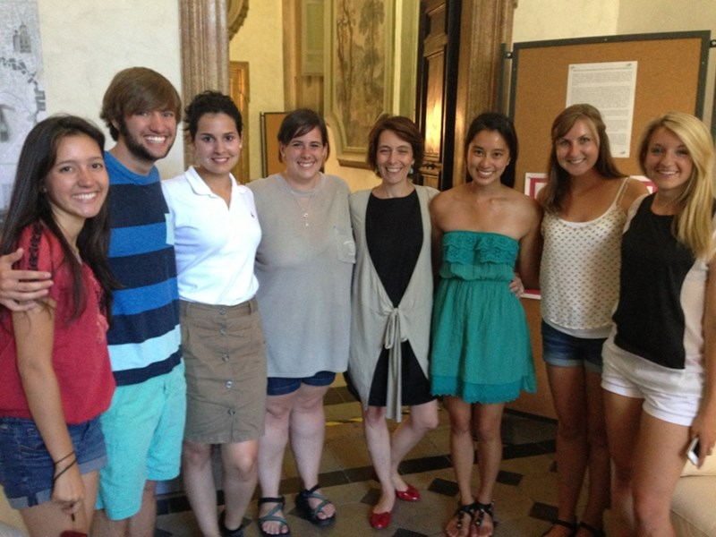 Consuello Lollobrigida (center) with University of Arkansas students at the University of Arkansas Rome Center