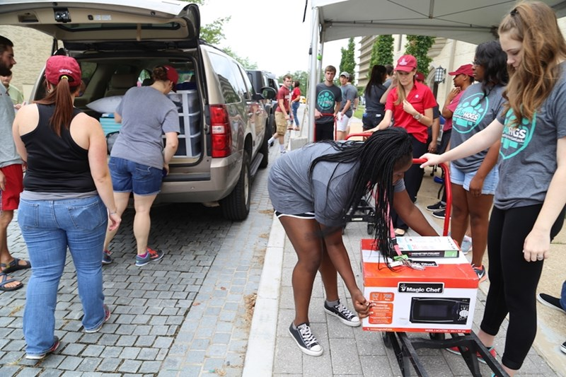 Lead Hog volunteers help parents and students unload at Founders Hall. Volunteers are needed to help either Saturday, Aug. 11 or Monday, Aug. 13.