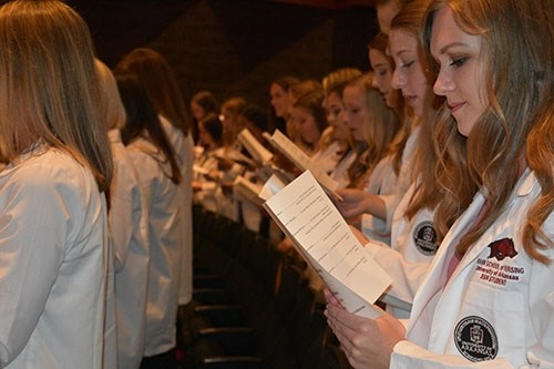 Students recite the nursing student oath.