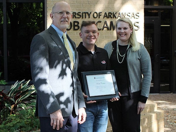 Rick Carter, center, accepts the Global Campus Employee of the Quarter award from Donald Judges, vice provost for distance education, and Jamie Loftin, assistant vice provost for distance education administration.
