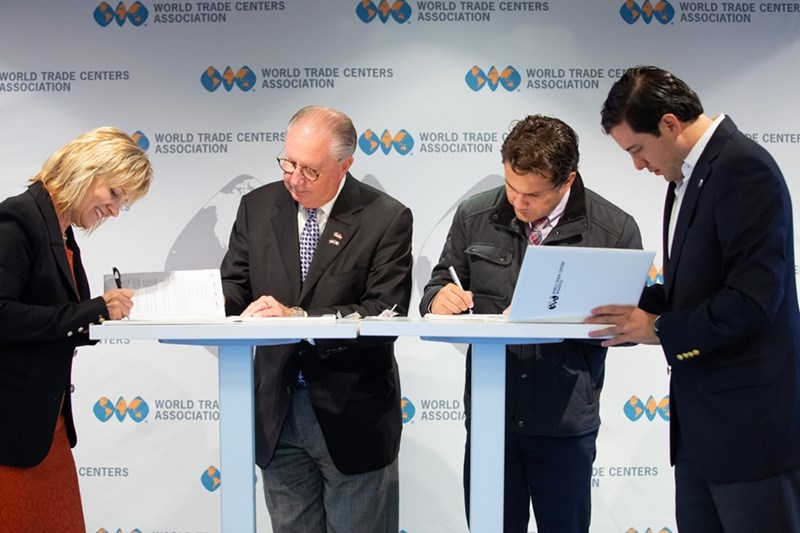Dan Hendrix (center left), President and CEO of the World Trade Center Arkansas, signs the strategic MOU with representatives from World Trade Center Cancun, Queretaro and Winnipeg at the Member Seminar in New York City on October 15, 2018.