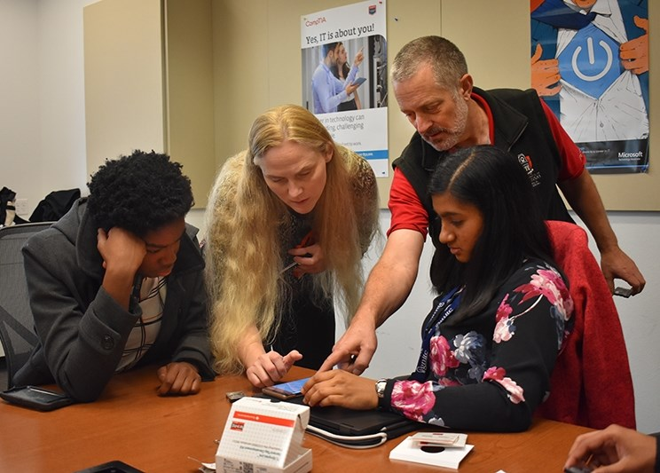 U of A electrical engineering professors teach Bentonville students about sensor tags as part of the Ignite Professional Series.