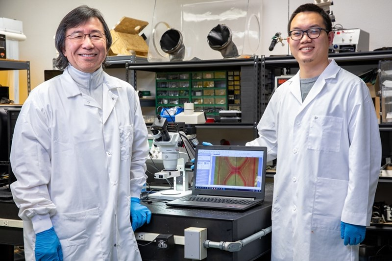 Steve Tung and Bo Ma in their laboratory.