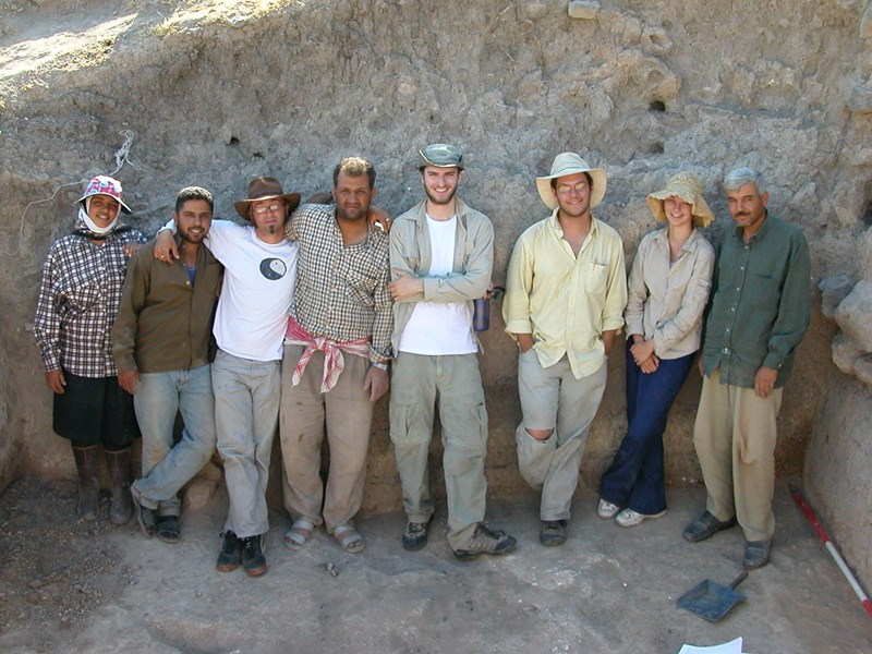 The 2005 Arkansas team with some of the local workers at Tell Qarqur. Jesse Casana is third from the right.