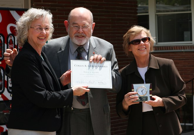 "Nancy Sloan, being presented the ""Collis R. Geren Award for Excellence in Graduate Education"" from Dean Collis Geren and Associate Dean Patricia Koski."